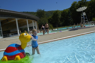 Kinderbad naast Camping La Roche d'Ully, Ornans
