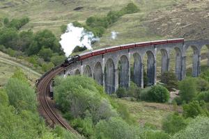 Harry Potter-stoomtrein over het Glenfinnan Viaduct, Schotland