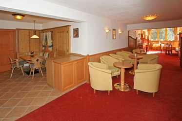 De lounge van Hotel-Pension Berghof in Söll